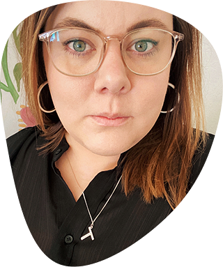 Face image of Therese. She has a black shirt and glasses.